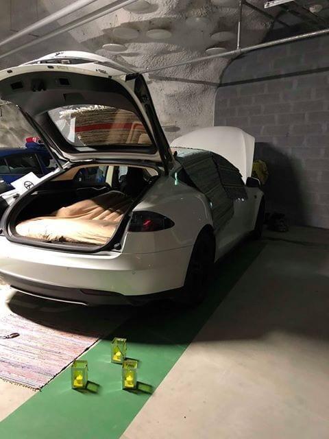 Sähköautojen yö Redi - Valkoinen Tesla
