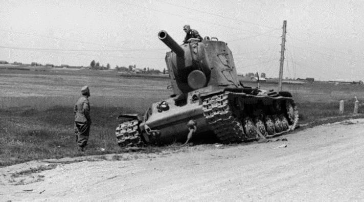 Bundesarchiv_Bild_101I-209-0091-11,_Russland-Nord,_russischer_Panzer_KW-2