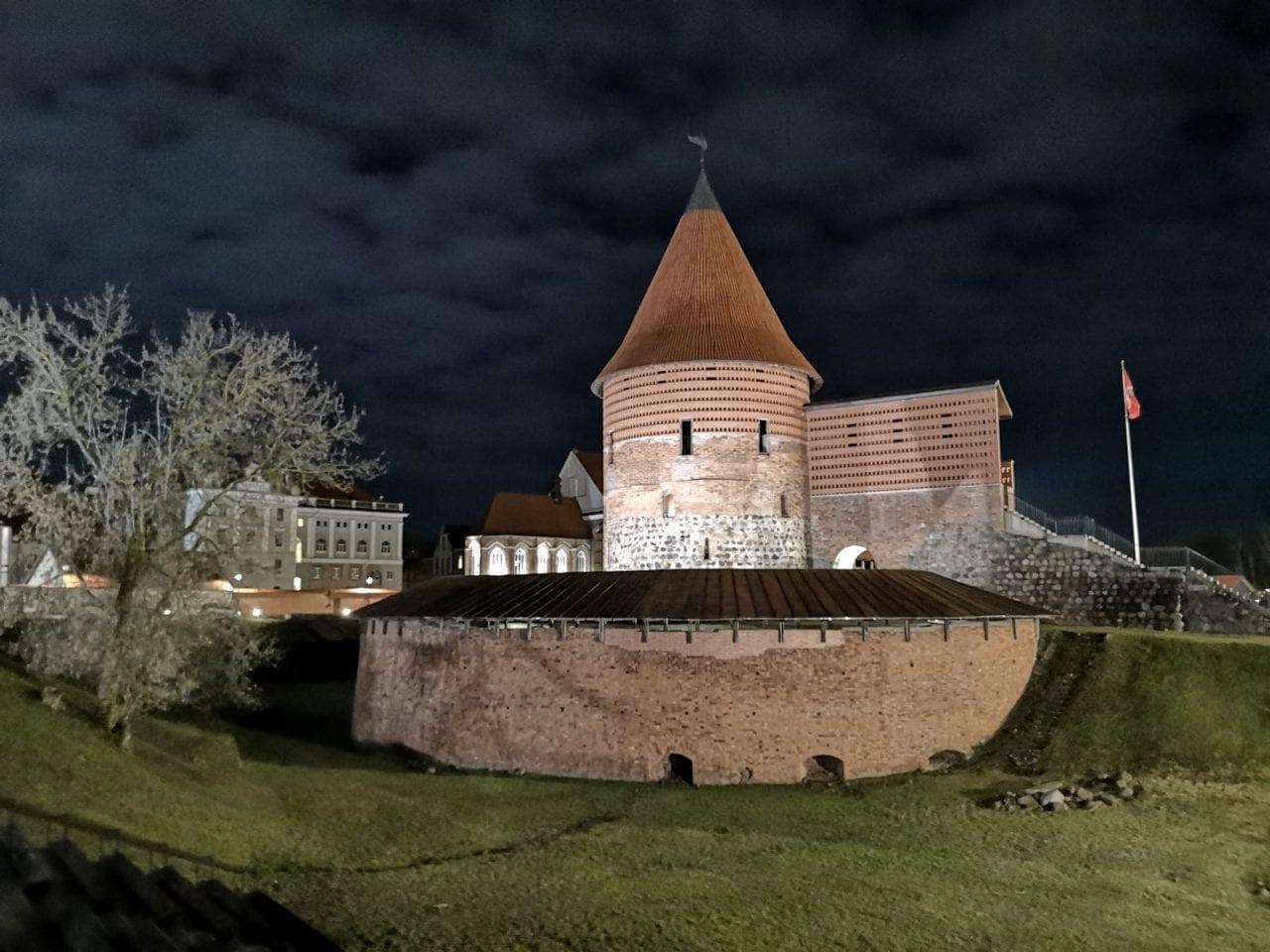 Jokamies-Itäblokki-Teslalla-Kaunas