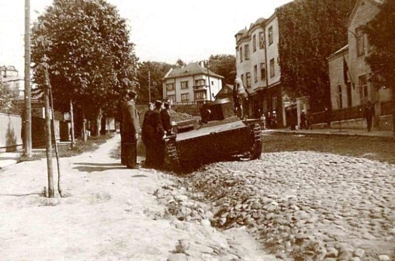 LAF_rebels_inspects_the_deprived_Soviet_T-38_tank