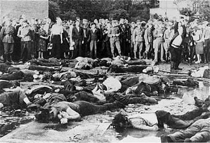 Massacre_Kovno_Garage_27_JUNE_1941b