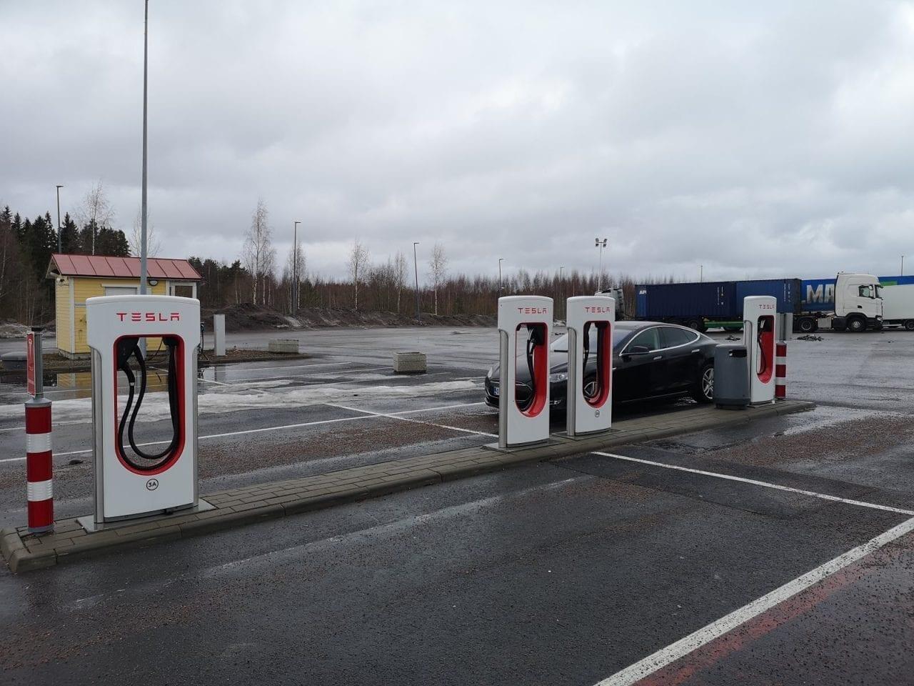Tesla-Supercharger-ruudut