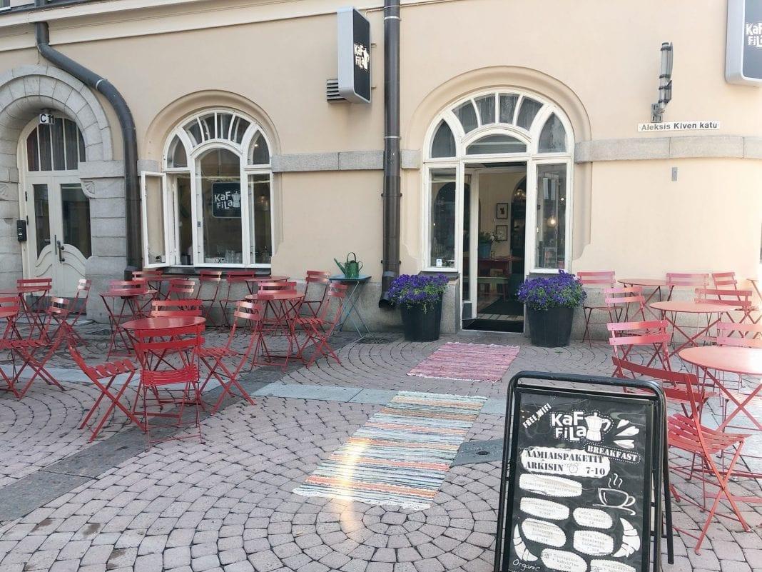 KAFFILA sijaisee hyvällä paikalla Aleksis Kiven kadun ja Hallituskadun kulmassa.