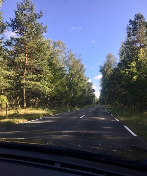 Jokamies - Sähköautomatkalla Baltiassa - Nidan tie