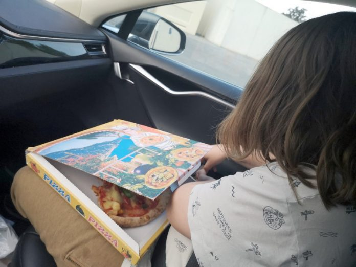 Jokamies - Teslalla Madridiin #8 - Pizzaa
