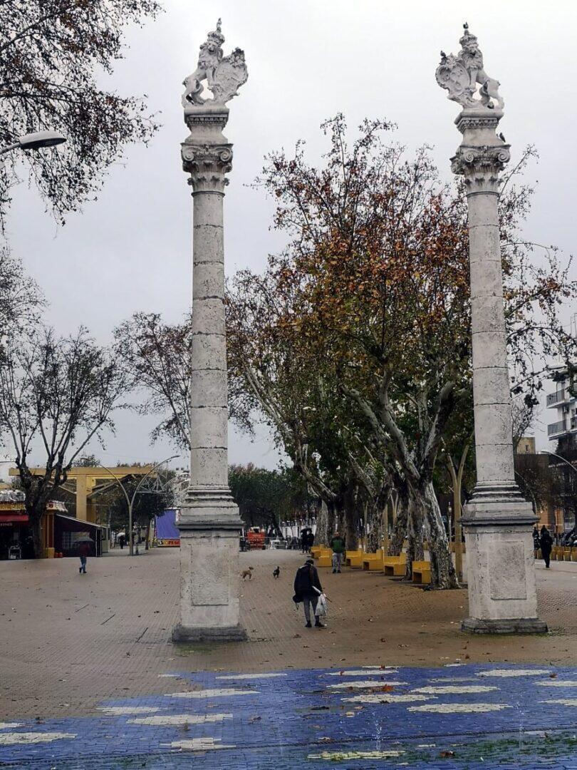 Jokamies - Costa Del Sol Autolla - Sevilla - La Alameda ja leijonapylväät