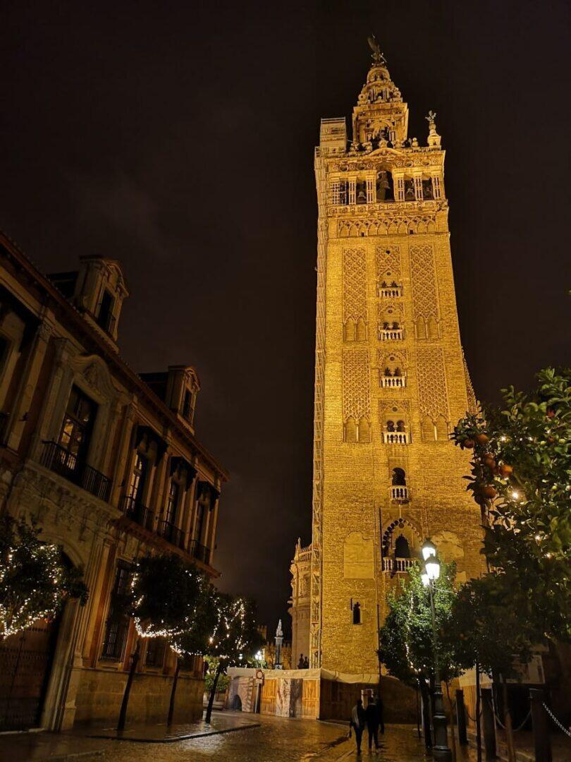 Jokamies - Costa Del Sol Autolla - Sevilla - La Giralda
