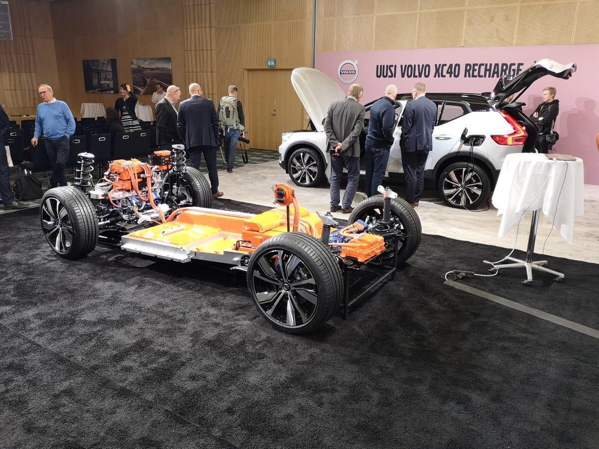 Volvo XC40 Recharge platform ja auto