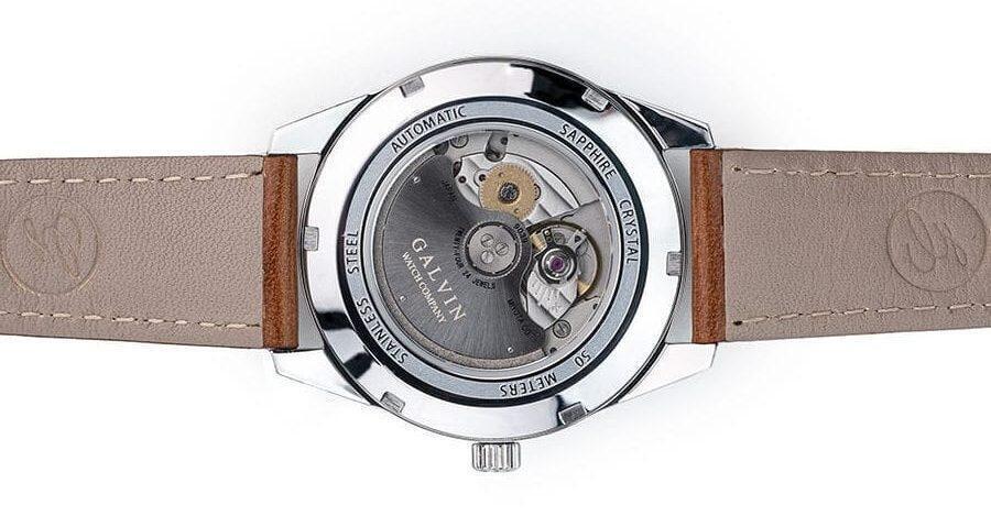 Galvin Watch Company Alku -takakansi on safiiria.