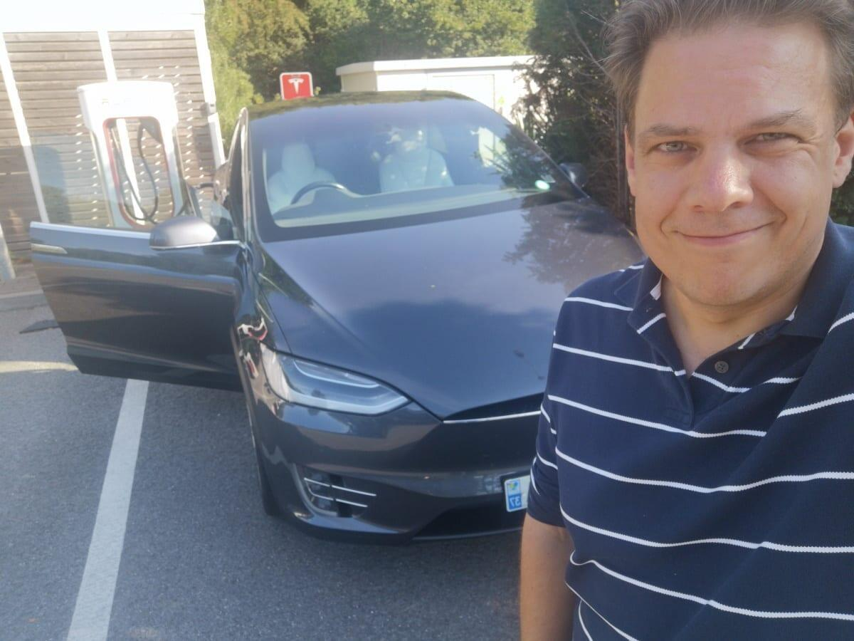 Tyyliniekka Model X 90D selfie