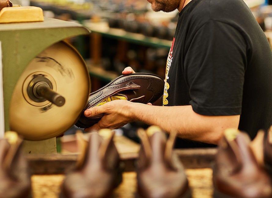 Crockett & Jones x Tärnsjö -kengät on tehty käsityönä.