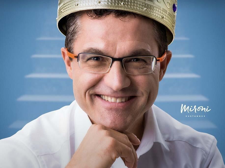 Kukkulan kuningas -kirjan kirjoittaja Mika D. Rubanovitsch
